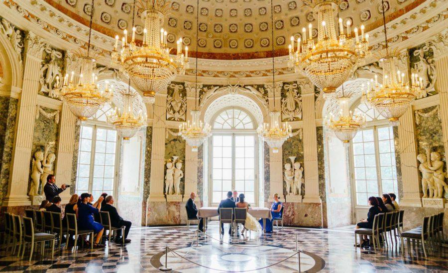 Hochzeit im Schloss Benrath Düsseldorf – standesamtliche Trauung, freie Trauung, Hochzeitsfeiern und Hochzeitsfotos in traumhafte Location. Heiraten Sie in Schloss Benrath!